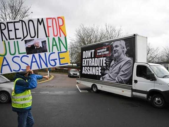 L'estradizione di Assange metterebbe in pericolo la libertà di stampa