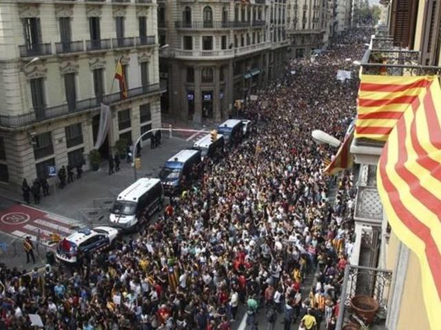 La Spagna prigioniera di opposti radicalismi