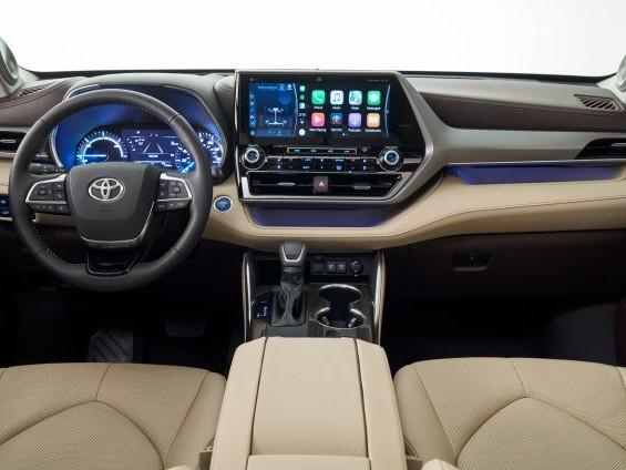 """La """"relazione"""" tra Toyota e Android Auto procede, ma avanza di restyling in restyling"""