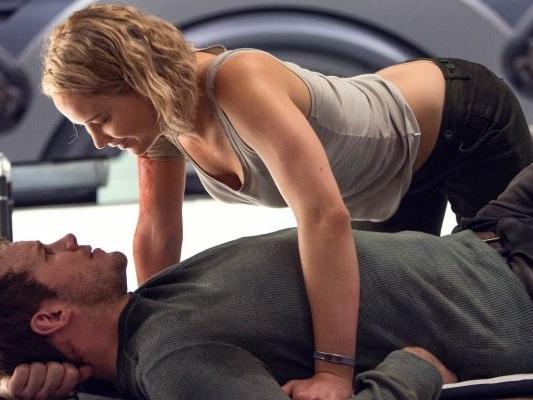 Passengers, stasera su Rai2 il film con Jennifer Lawrence e Chris Pratt