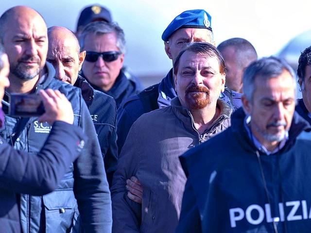 """Cesare Battisti, la Cassazione respinge il ricorso: """"No alla cancellazione dell'ergastolo"""""""