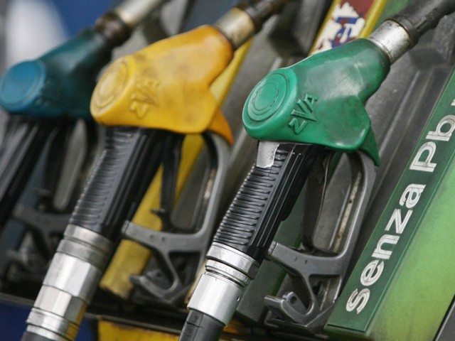 E10, Cng, B7: come cambiano i nomi dei carburanti in Italia e in Europa