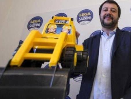 Matteo Salvini strumentalizza persino l'Olocausto
