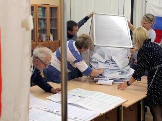 Elezioni in Russia, il partito di Putin oltre il 49 %. L'opposizione denuncia brogli