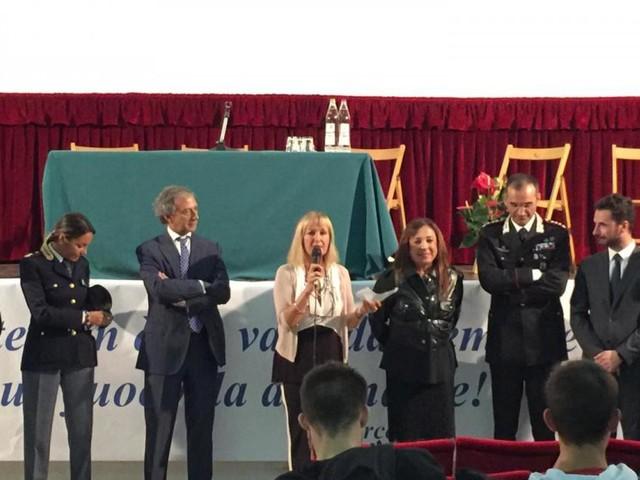"""Studenti, professori e dirigente del """"Varnelli"""" di Cingoli incontrano le autorità istituzionali del territorio"""
