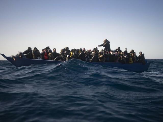 """""""Sono alla deriva, intervenga Malta"""". Ma i migranti vanno verso l'Italia"""