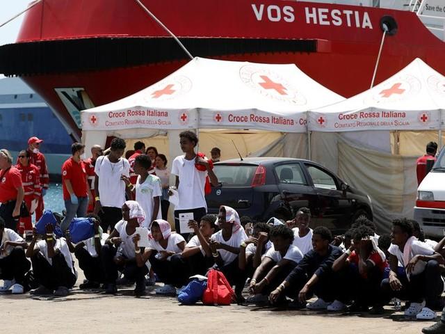 """Anche Save the Children sospende i salvataggi nel Mediterraneo: """"Rischi per la sicurezza"""""""