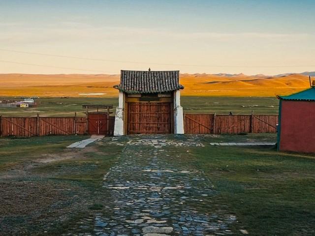 """""""Affinità e divergenze fra la Mongolia e noi"""""""