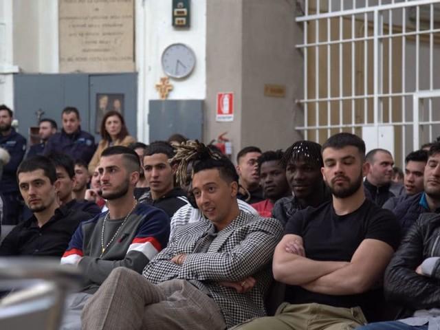 """Ghali presenta """"I love you"""": il primo ascolto, in carcere"""