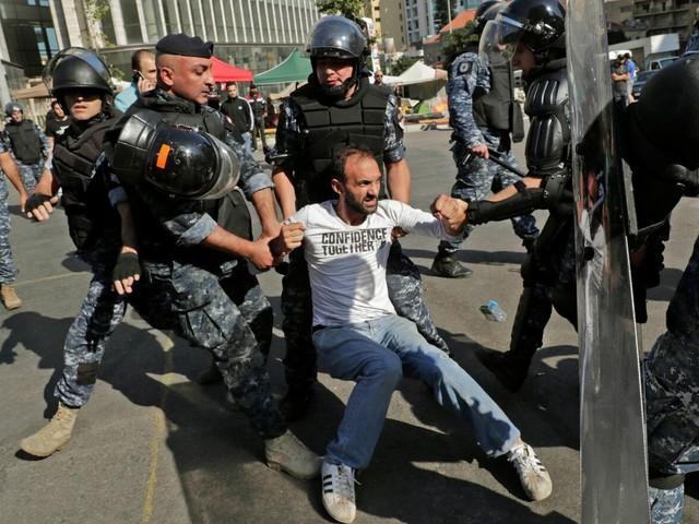 Libano, scontri tra polizia e manifestanti: decine di feriti