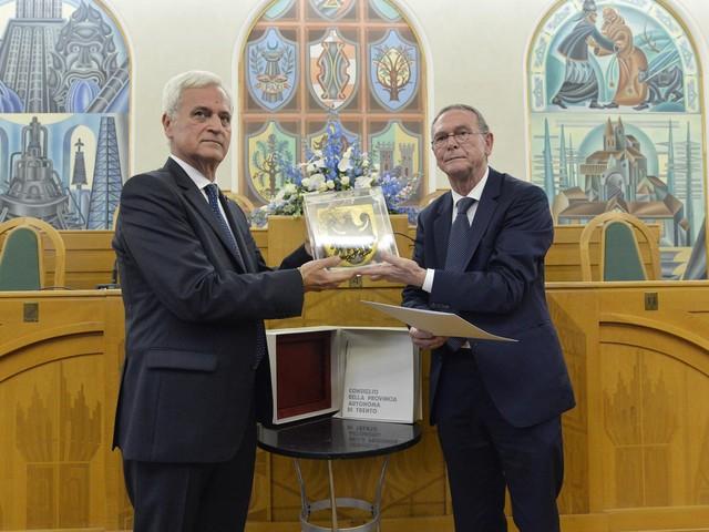 Dorigatti dedica l'Aquila di S. Venceslao al «sacrificio consapevole» di due servitori dello Stato