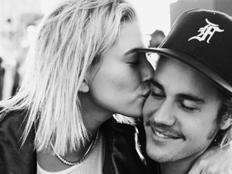 Justin Bieber conferma il matrimonio con Hailey Baldwin con la foto dell'anello di fidanzamento e una lunga lettera
