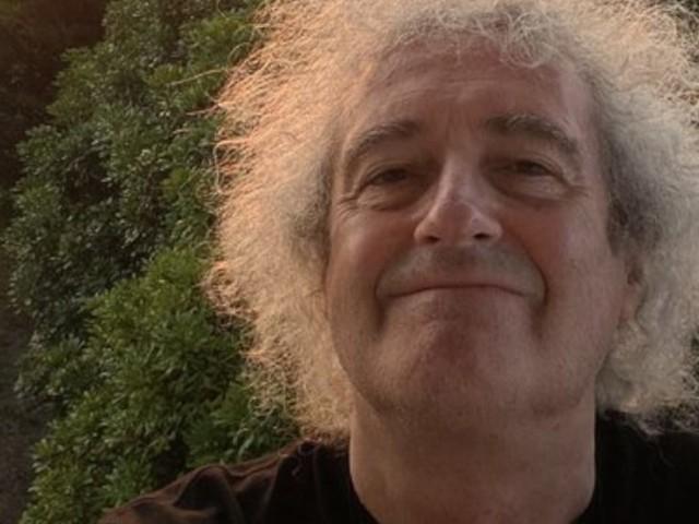 """Su Instagram le lezioni di chitarra di Brian May per i fan chiusi in casa: """"Realizziamo insieme un miracolo"""""""