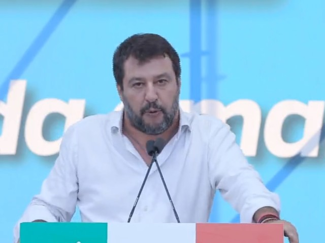"""Salvini: """"Sui migranti il governo ha le mani sporche di sangue"""""""