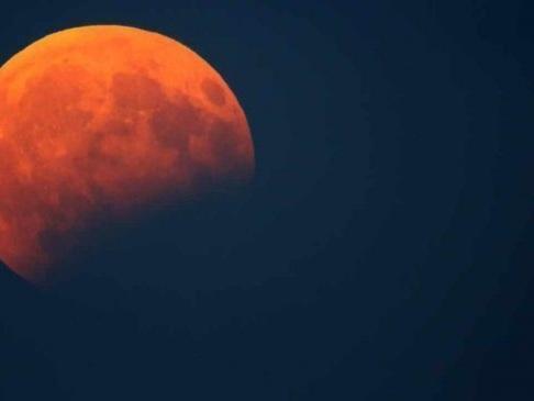 Eclissi di luna oggi: orario, come vederla e quand'è la prossima