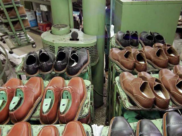 Rinnovi dei contratti collettivi di lavoro: il tessile protesta, il calzaturiero firma l'accordo