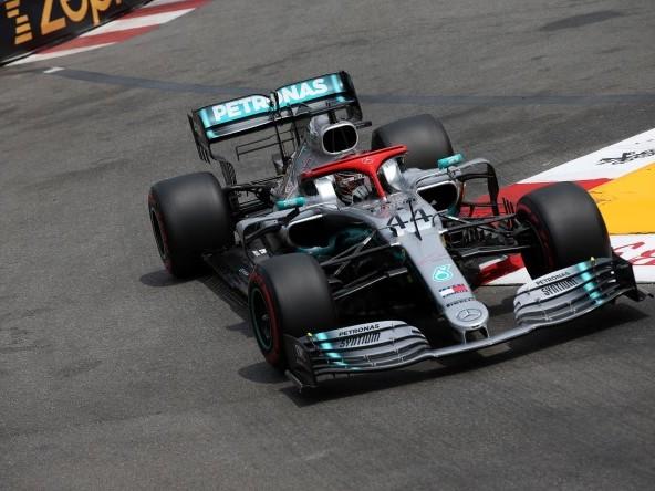 """Hamilton sulla strategia Ferrari: """"Cattiva organizzazione"""""""