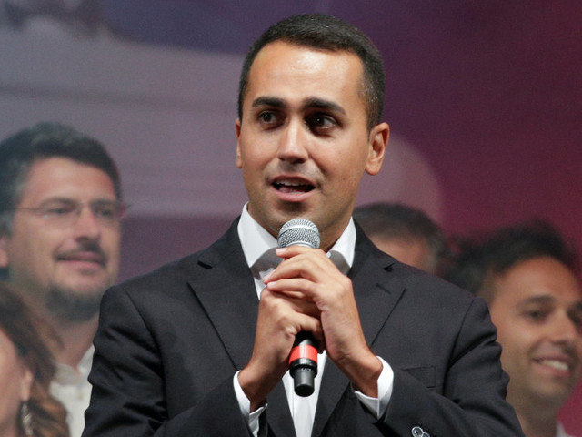 """L'appello di Di Maio: """"Negozi chiusi durante le feste, così le famiglie saranno piùfelici"""""""