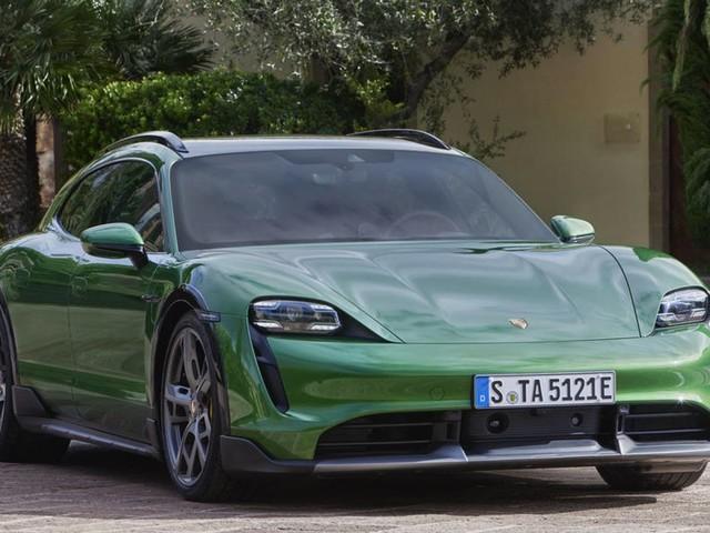 Porsche Taycan: l'azienda apre le porte alla versione cabrio e coupé due porte
