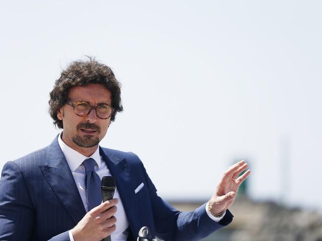 """Toninelli difende il pugno duro contro le Ong: """"Non è stato razzismo"""""""