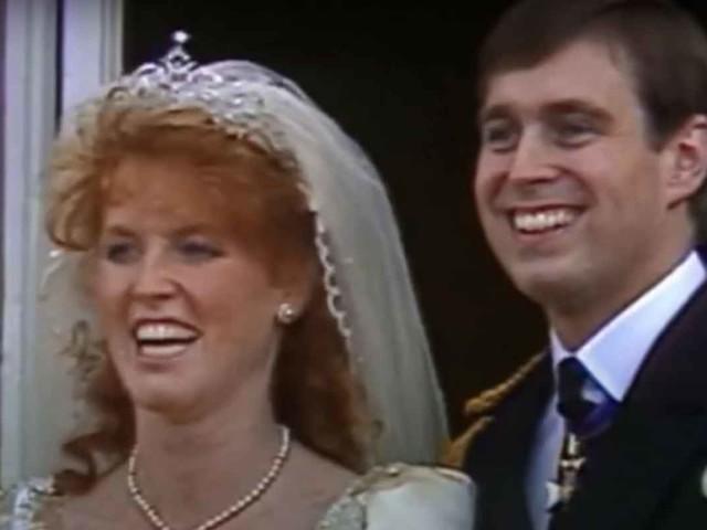 Il momento in cui Sarah Ferguson ha lasciato l'enorme ville per tornare dal principe Andrea