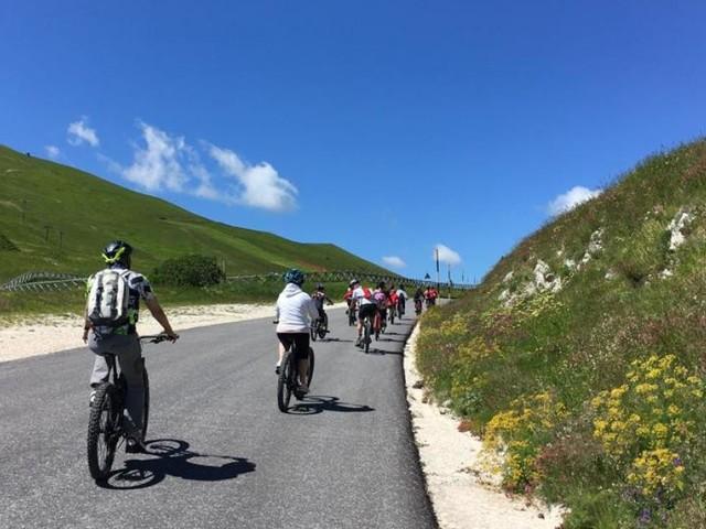 Il turismo riparte dalle bici, a Sarnano la firma del protocollo d'intesa di Noi Marche