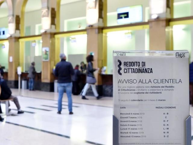 Reddito di cittadinanza: nuova raffica di 234 furbetti, ma la misura simbolo resterà (e cambierà così)