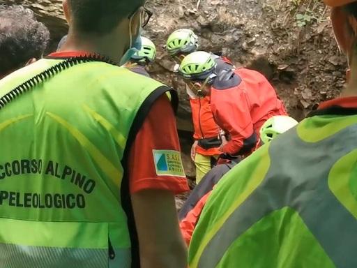 Roccamorice, fuori pericolo due dei tre speleologi [FOTO]