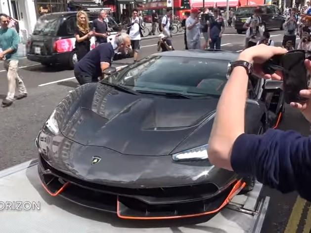 Lamborghini Centenario, una folla a Londra per l'auto (VIDEO)