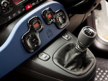 Come ricaricare l'aria condizionata dell'auto: modalità e costi