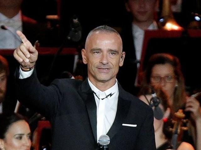 Eros Ramazzotti regala 10mila mimose al suo concerto dell'8 marzo