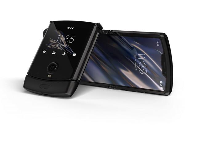 [ANTEPRIMA VIDEO] razr: primo contatto con lo smartphone flessibile di Motorola