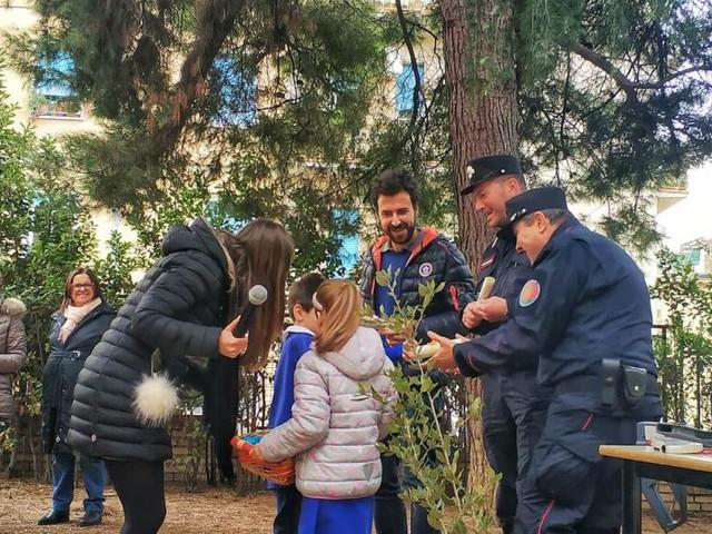 """La scuola """"Mameli"""" di Macerata celebra la Giornata Nazionale dell'Albero (FOTO)"""