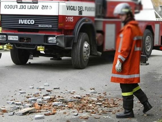 Bufera di vento sulla Sardegna, bimba colpita in strada da un cornicione a Iglesias