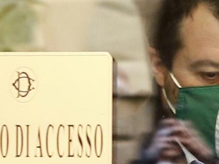 """Il duello giudiziario tra i """"buonisti"""" e Salvini: quando tutto ebbe inizio"""