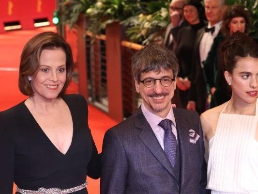 Berlino 2020: Sigourney Weaver, Jeremy Irons e le altre star sul red carpet (FOTO)