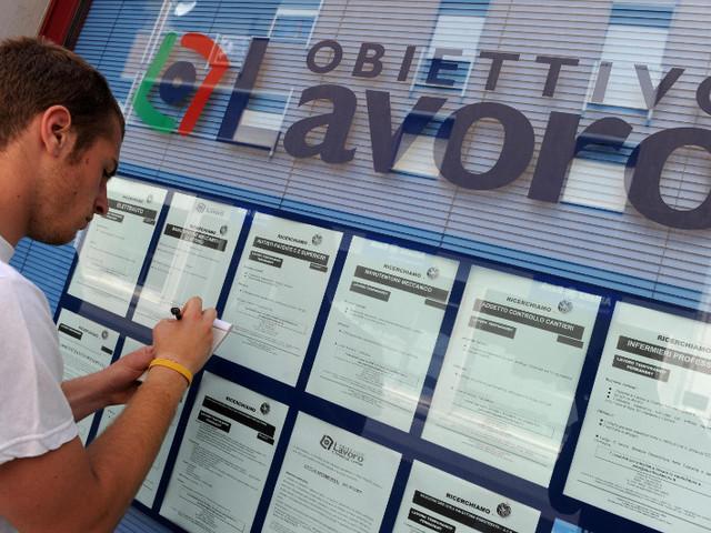Lavoro: frenata dei contratti stabili, solo uno su quattro