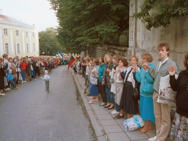 30 anni fa la catena umana degli Stati Baltici. Storia e foto