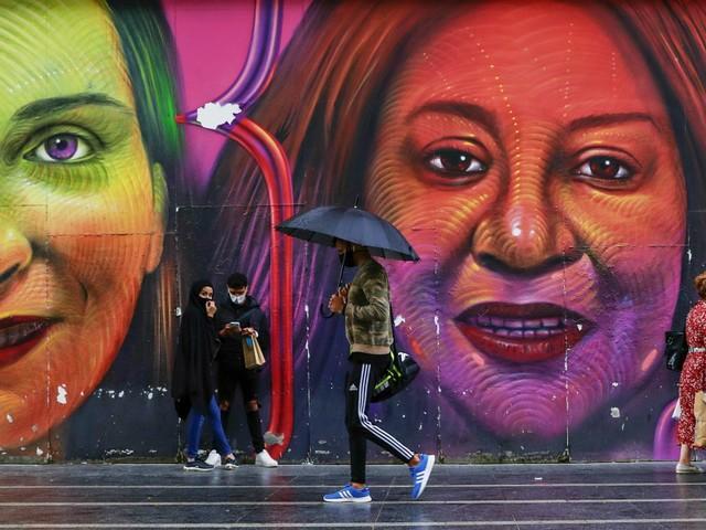 Coronavirus, Madrid vieta i viaggi da e per 37 zone sanitarie. Parigi, chiusa l'università Sciences Po dopo 40 casi. Paesi Bassi, scarseggiano i test. Nuove restrizioni in Repubblica Ceca, Danimarca e Islanda
