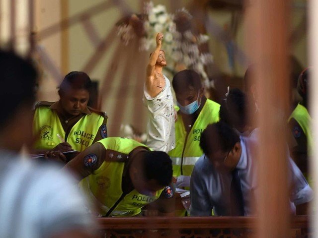 """Attentati di Pasqua in Sri Lanka, le vittime salgono a 290: """"Gruppo jihadista dietro attacchi"""""""