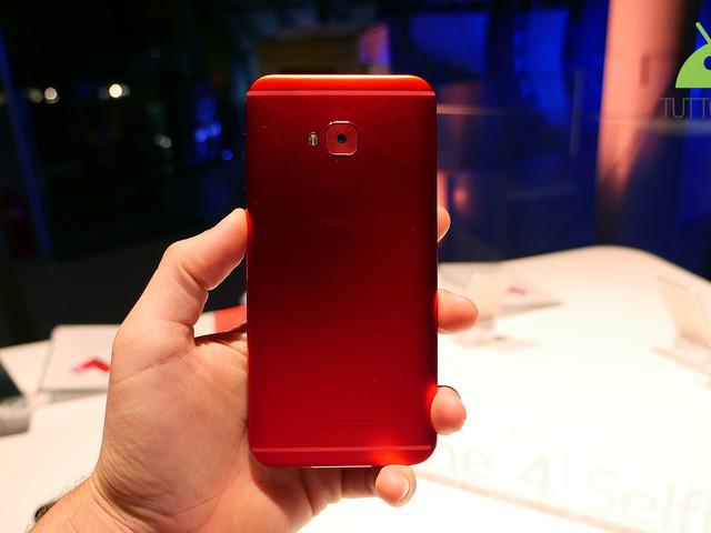 ASUS ZenFone 4 e ZenFone 4 Selfie Pro si aggiornano con piccoli miglioramenti
