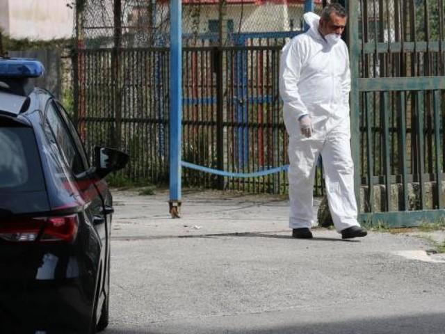 """Omicidio di Ferrara, la madre del killer 17enne: """"Ha ucciso perché ricattato dall'amico"""". I giorni vuoti dei due ragazzi tra fumo e videogiochi"""
