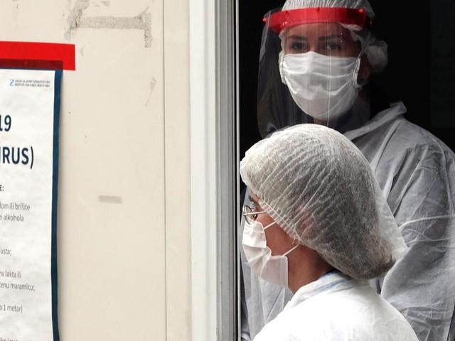 La Bosnia minaccia vie legali: «Lasciati a secco di vaccini»
