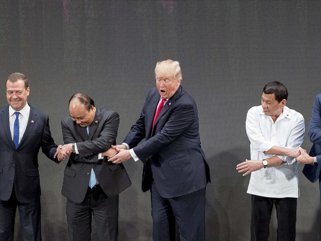 """Trump si vanta per le """"ottime relazioni"""" con Duterte, senza un cenno alla sua sanguinaria lotta alla droga"""