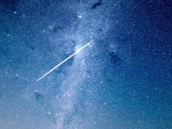 Le Leonidi illuminano il cielo d'autunno: quando vedere la pioggia di stelle cadenti