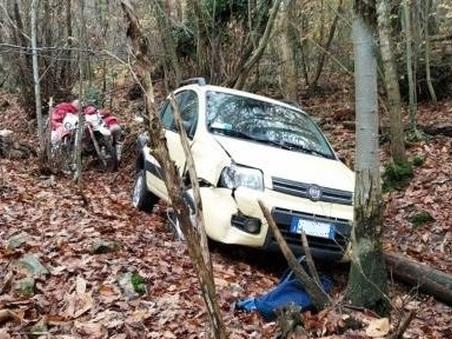 Gita nel bosco con le moto da cross: ritrovano vivo l'anziano scomparso