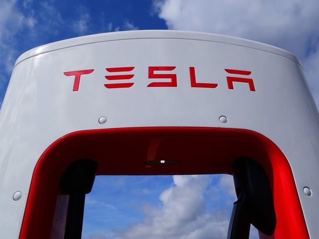 Tesla taglia il traguardo dei 25.000 Supercharger in tutto il mondo