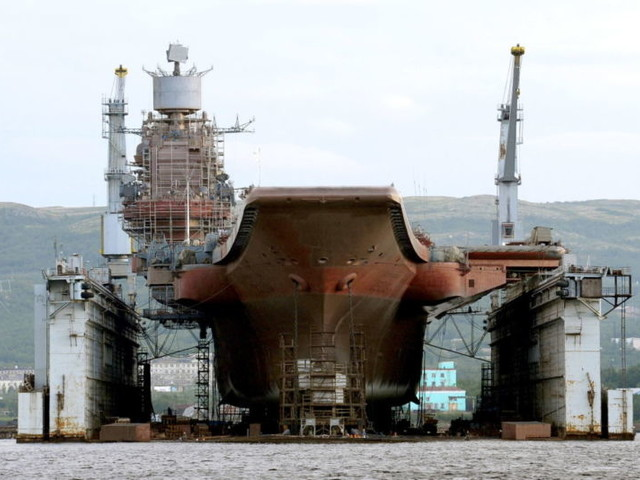 Russia, la portaerei Kuznetsov potrebbe essere demolita