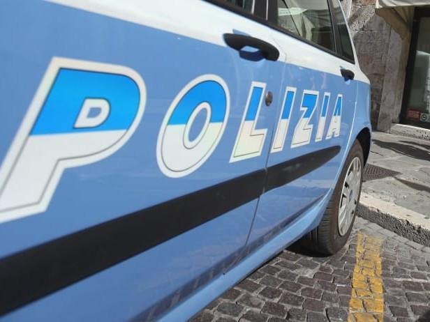 Gang latinos picchiava e rapinava vittime, due arrestati a Milano