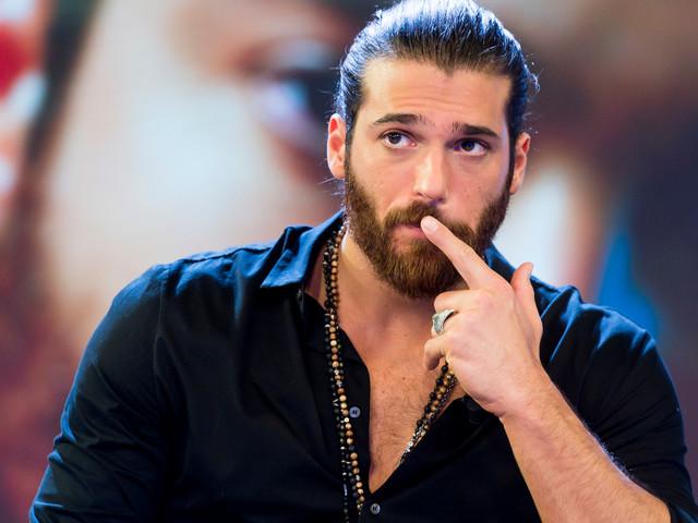 Can Yaman insultato su Twitter: l'attore turco chiude l'account e lascia un messaggio